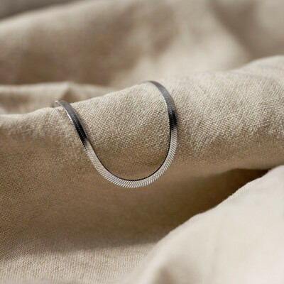 Find favourites to enhance your style at blomdahl.com ✨  #feelgoodjewellery #allergivänliga #smycken #nickelfria #örhängen #halsband #armband #smyckenonline #tidlösdesign #madeinsweden #jewellery #jewelry #inspo