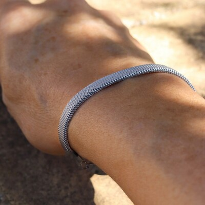 Enhance your wrists with classic silver style. ✨ The bracelet Mesh is also available in shimmering golden coating.#feelgoodjewellery   #allergivänliga #smycken #nickelfria #örhängen #halsband #armband #smyckenonline #tidlösdesign #madeinsweden #jewellery #jewelry #inspo