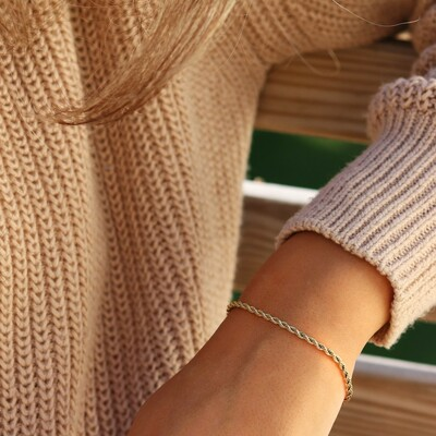 Timeless, hypoallergenic jewellery that is so kind to your skin you can wear it every day. 👏   #allergivänliga #smycken #nickelfria #örhängen #halsband #armband #smyckenonline #tidlösdesign #madeinsweden #jewellery #jewelry #inspo