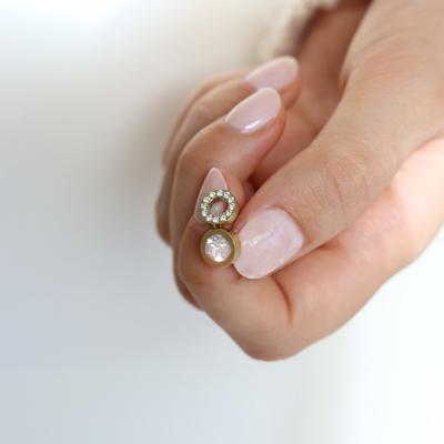 Skin friendly earrings with crystal stones. 💎 Find your favourite at blomdahl.com. Beställ direkt på vår hemsida för leverans inom Sverige och Danmark. 🚚🥳    #befriendly #hudvänlig #hudvänligasmycken #madeinsweden #blomdahl #foryouwithcare #skinfriendly #smycken